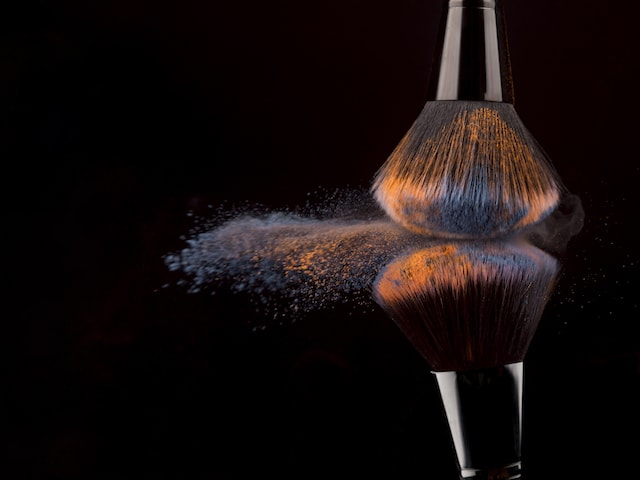 makeup brushes that can be used to apply powder dry shampoo