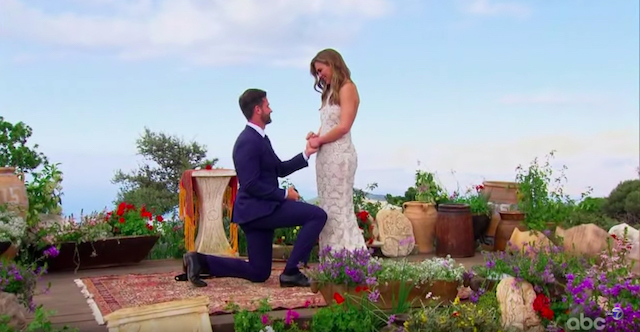 Jed proposing to Hannah in The Bachelorette Finale