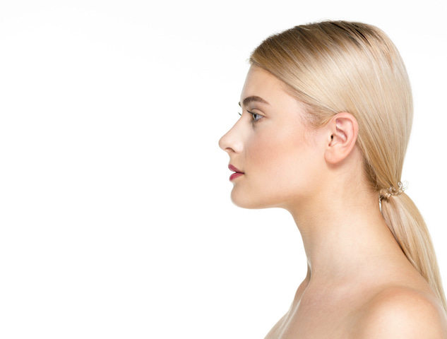 woman with a low ponytail, a new fall hairstyle.