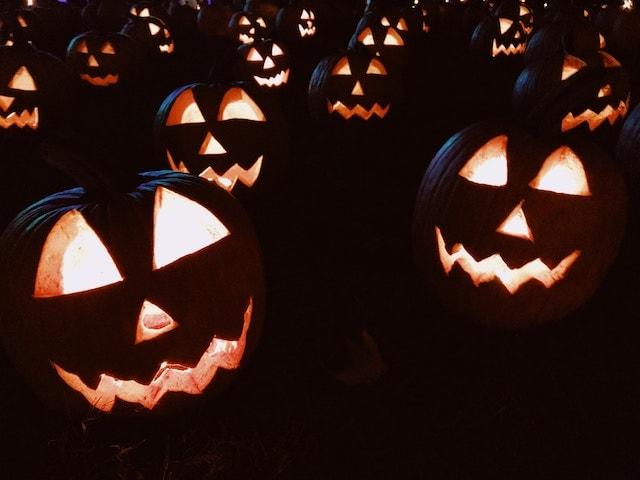 jack-o-lanterns at night for halloween.