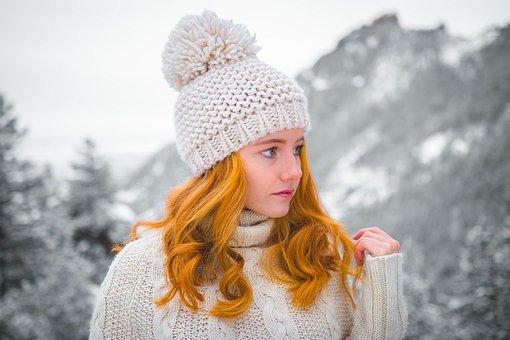 Beige bonnet/winter hat