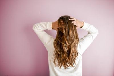 Dile adiós al pelo graso con estos consejos
