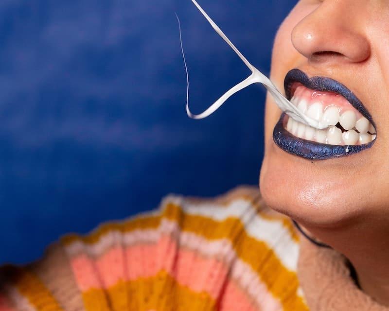 5 hábitos que tienes y te destrozan los dientes